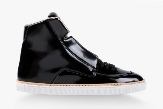 maison-martin-margiela-2013-fall-winter-high-top-black-patent-leather-sneaker-1