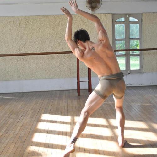DANCE,. LIL SISTA